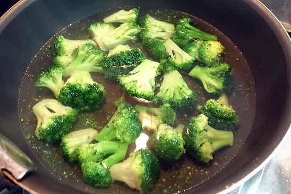 ブロッコリーを茹でて解凍
