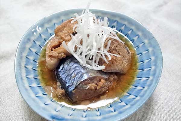 鯖の缶詰を湯煎して盛り付けただけの簡単料理