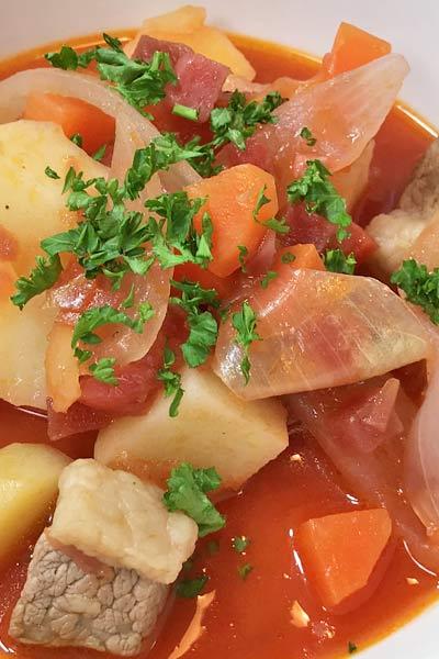 ロシアの伝統料理ボルシチの簡単レシピ