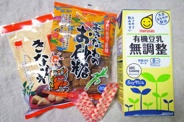 甘酒プリンの材料(無調整有機豆乳、沖縄の黒糖、きな粉、ゼラチン)
