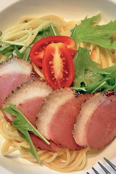 業務スーパー合鴨パストラミと水菜のパスタ