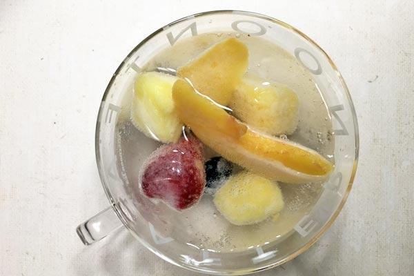 業務スーパーの冷凍フルーツと炭酸水でフレーバーソーダ