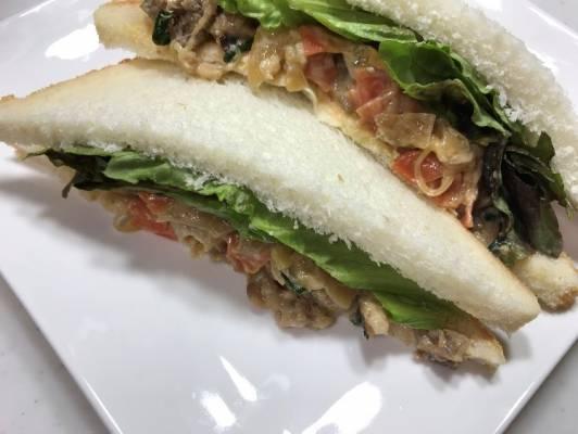 業務スーパーのプルコギで作ったサンドイッチ