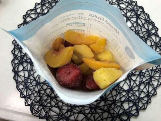 業務スーパー冷凍フルーツミックスを開けたところ