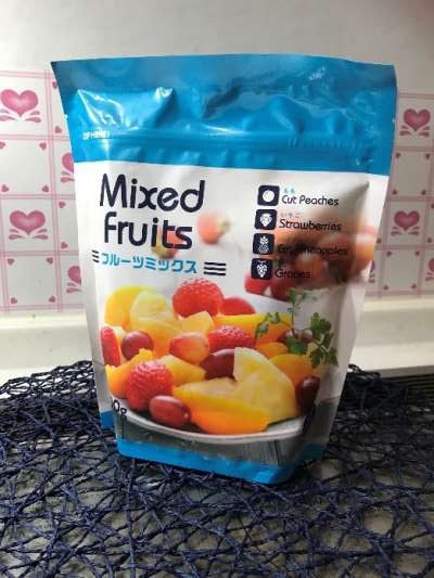 爽やかなパッケージの業務スーパーの冷凍フルーツミックス