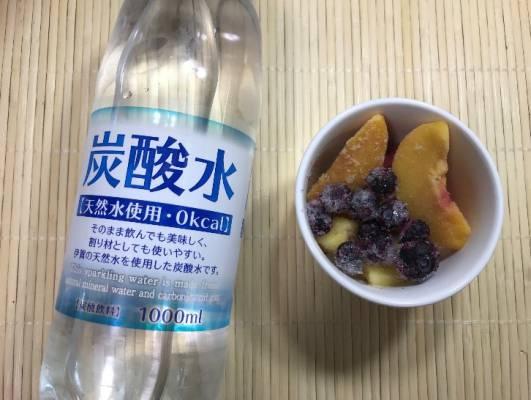 業務スーパーの炭酸水と冷凍フルーツ