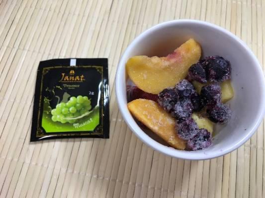 冷凍フルーツとマスカットティー