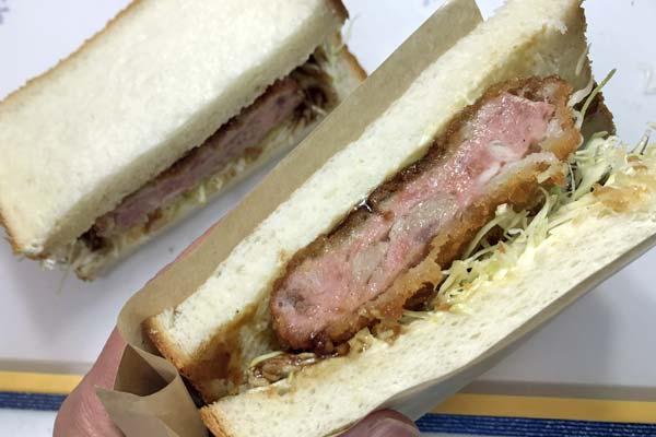 業務スーパーの冷凍ハムカツで作ったサンドイッチ