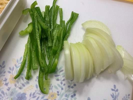 野菜をカットしておく