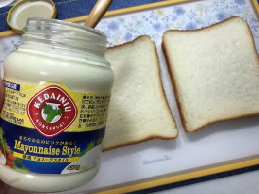 食パン2枚と業務スーパーの欧風マヨネーズスタイル