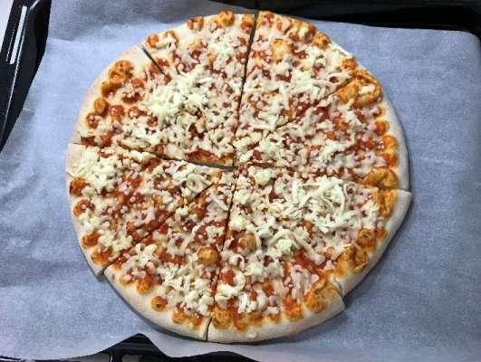 食べやすくカットした業務スーパーのピザマルゲリータ