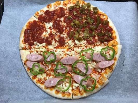 ハラペーニョをトッピングしたピザマルゲリータ