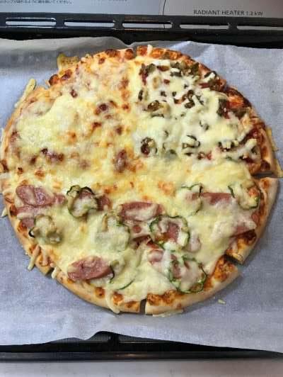 具沢山になり焼きあがったピザマルゲリータ