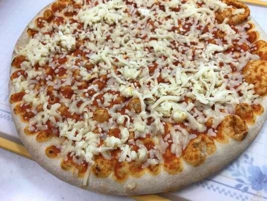 開封した状態のピザマルゲリータ