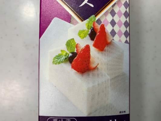 いちごの載ったレアチーズの写真