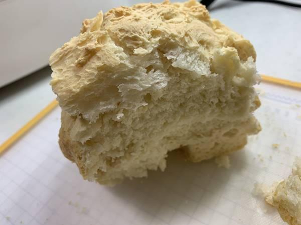 切り分けられた小麦パン