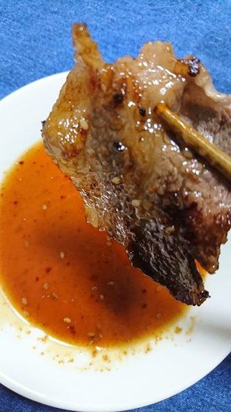 業務スーパーの焼肉のたれ香味醤油に肉をつけたところ