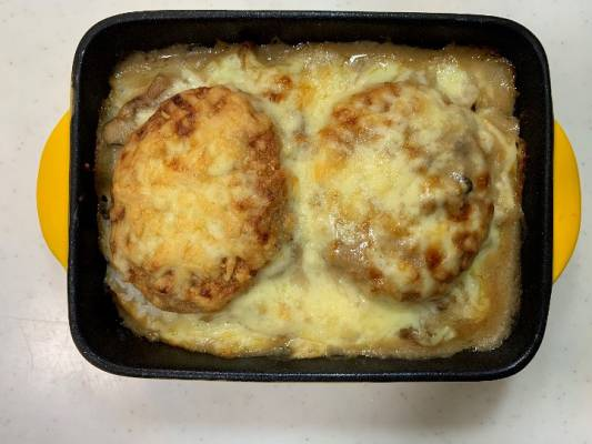 チーズに焦げ目がつくまでオーブンで焼く