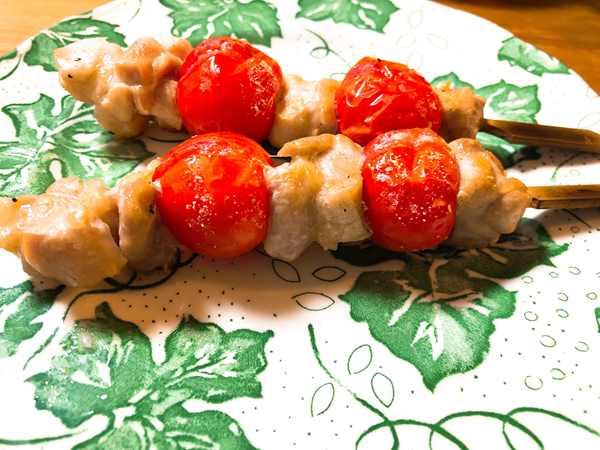 業務スーパーの鶏もも串とミニトマトを使った焼き鳥