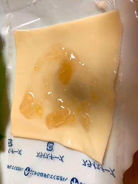 桃ジャムを塗った業務スーパーのスライスチーズ