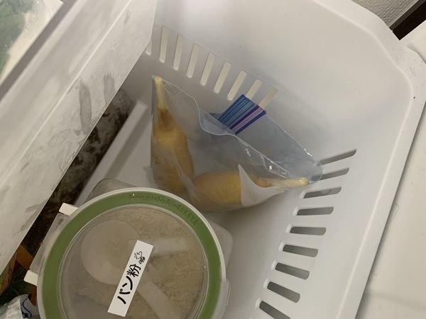 冷凍庫に入れた保存袋入り業務スーパーのアメリカンドッグ