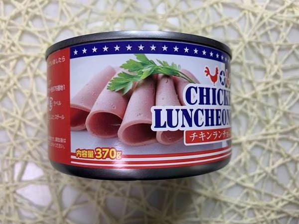 業務スーパーのチキンランチョンミート缶にあるランチョンミートスライス写真