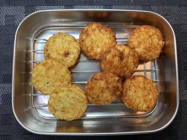 オーブントースターで加熱したハッシュドポテトと油で揚げたハッシュドポテト