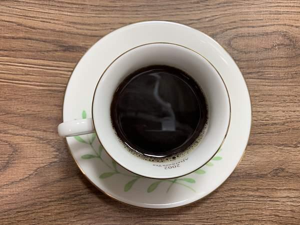カップに入った業務スーパーのインスタントコーヒーを上から見たところ