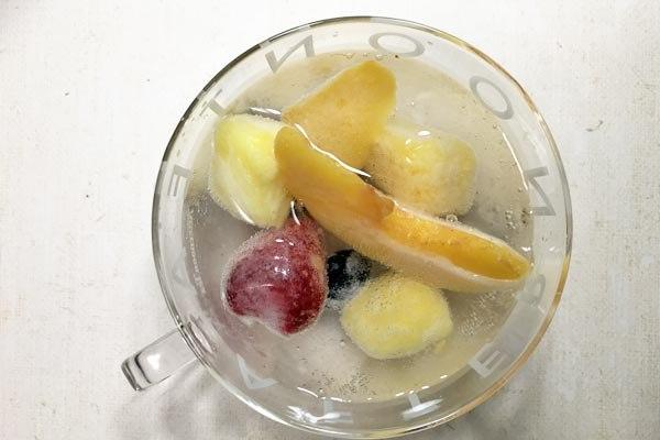 業務スーパーの炭酸水とレモン果汁で作ったフルーツポンチ