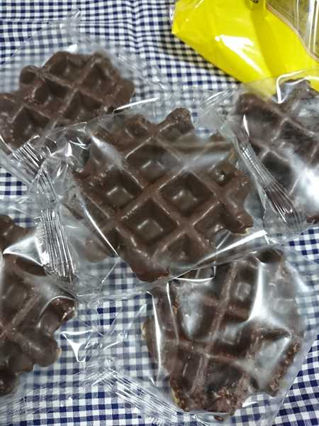 個別包装されている業務スーパーのベルギーワッフルチョコレート