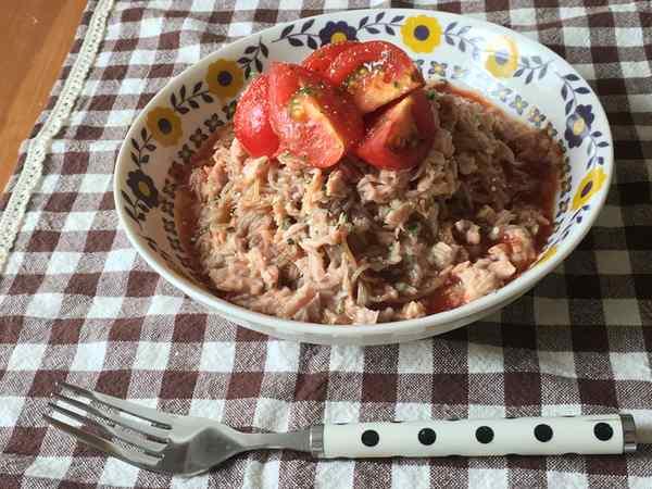 完成したトマトとツナの冷麺