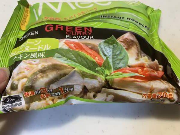 業務スーパーのグリーンカレーヌードルパッケージ写真