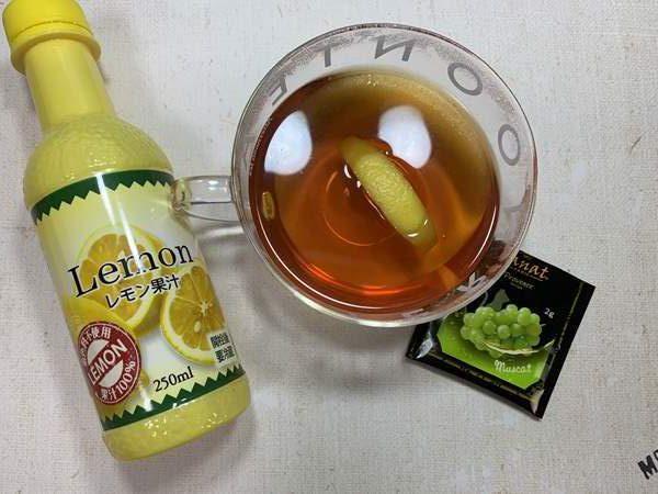 カットレモン入り紅茶と業務スーパーのレモン果汁