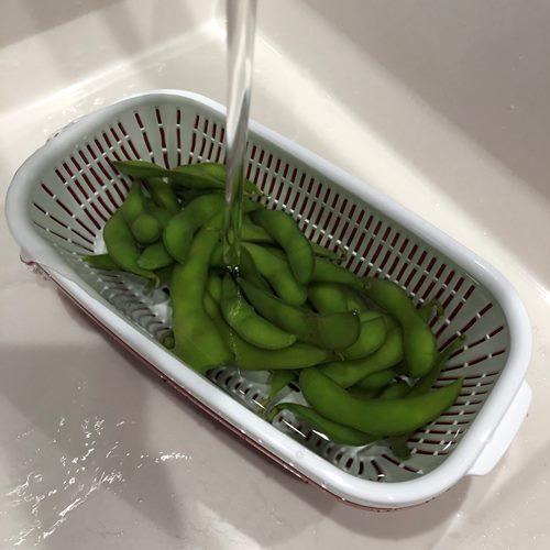 流水解凍中の業務スーパーの枝豆