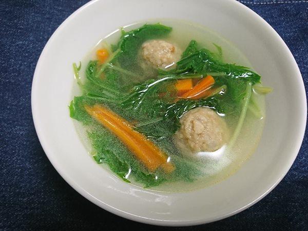 完成した業務スーパーの肉団子入り野菜スープ