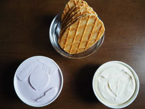 お好みのアイスと業務スーパーのバターワッフル