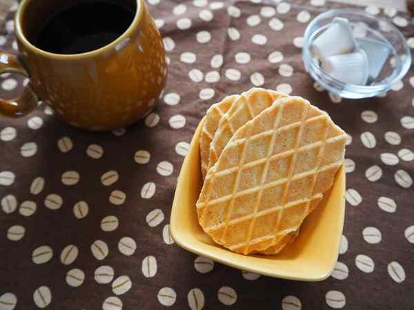 紅茶と業務スーパーのバターワッフル