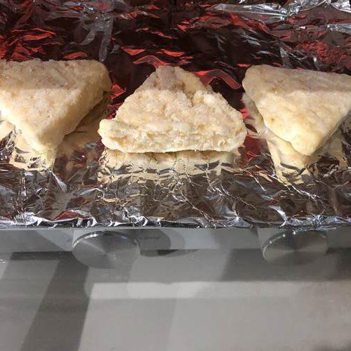 オーブントースターで加熱中の業務スーパーのチーズポテト