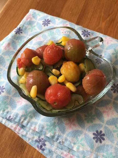 完成したミニトマトときゅうりのはちみつレモンマリネ