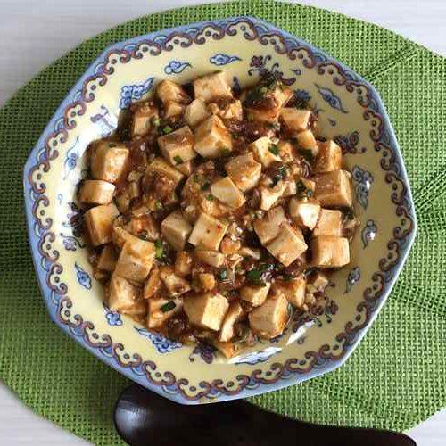お皿に盛りつけた麻婆豆腐