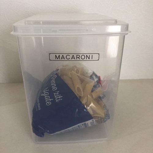 パッケージのまま保存ボックスに入れた業務スーパーのペンネ