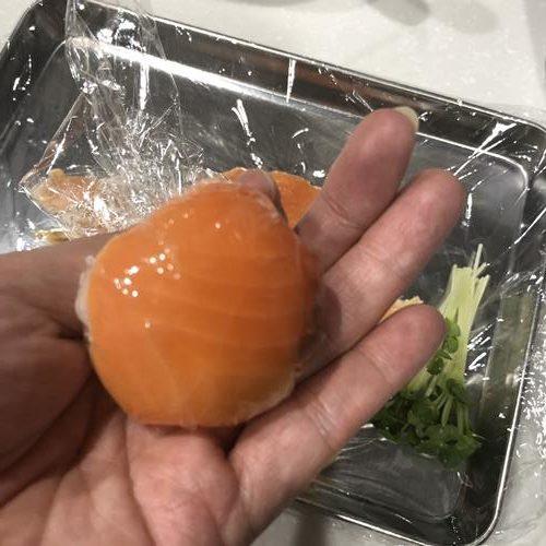 形を整えた手毬寿司