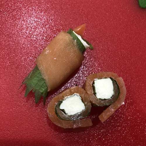 業務スーパーのスモークサーモンを使ったクリームチーズ巻きの断面