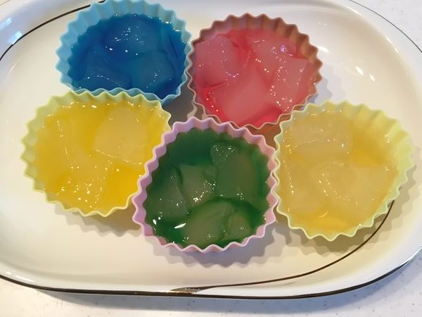 かき氷シロップに漬けた業務スーパーのわらび餅