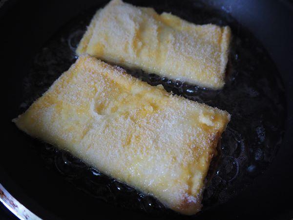 油に入れた手作りカレーパン
