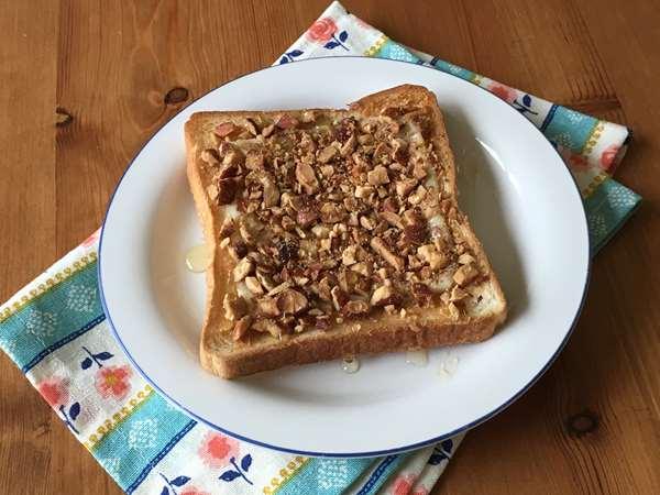 完成した業務スーパーのアーモンドを使ったトースト