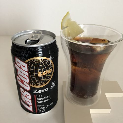 グラスに入れた業務スーパー神戸居留地のゼロコーラ
