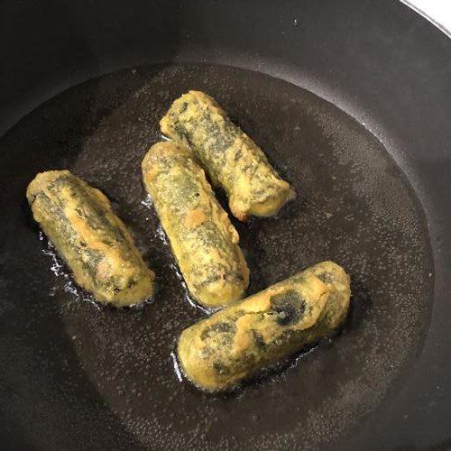 少なめの油で揚げ焼きした業務スーパーのキムマリ