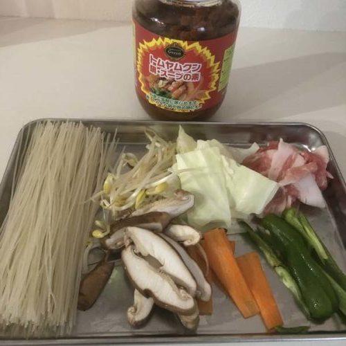 トムヤム焼きビーフンの材料