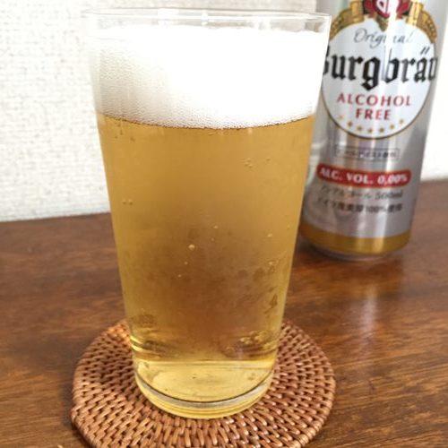 グラスに注いだ業務スーパーのノンアルコールビール